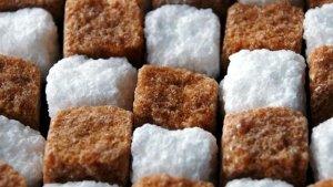 In bruine suiker zit evenveel zoetstof